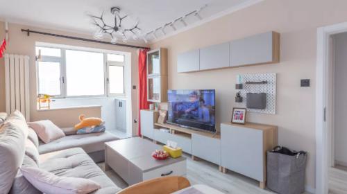 67㎡的小户型婚房,一厅三用的设计,收纳空间无敌了